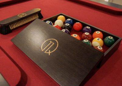11Q-Gold-Inlaid-Walnut-Ball-Box-Brush