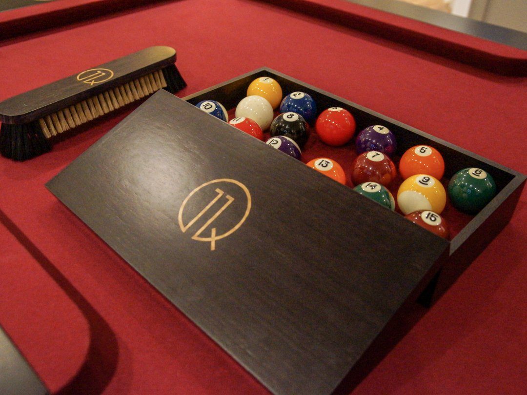 11Q-Gold-Inlaid-Walnut-Ball-Box-and-Brush