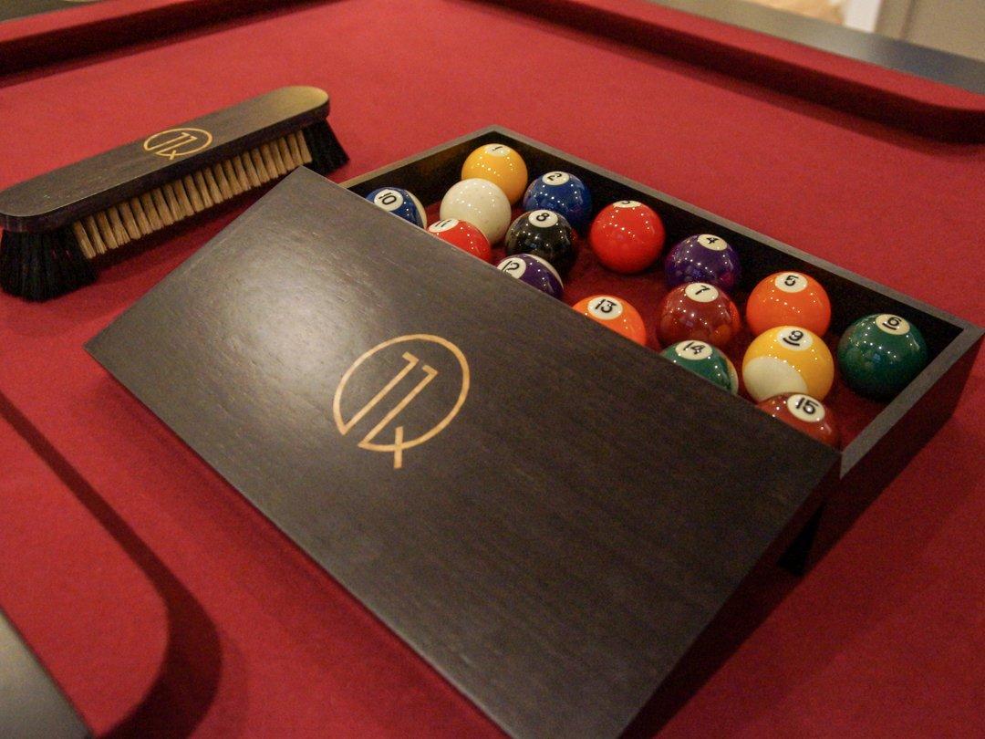 11Q-Gold-Inlaid-Walnut-Ball-Box-and-Brush